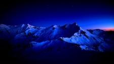 하얀 커텐이 드리운 밤....